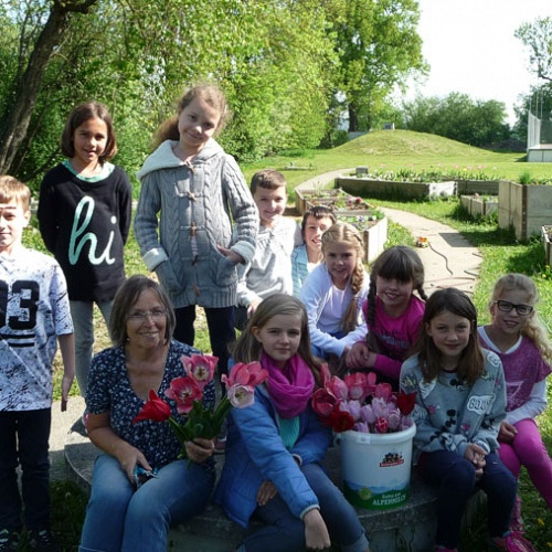 Bild zum Weblog Blumenschmuck für die Gemeinde aus Kinderhand